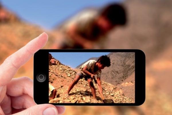You are currently viewing Les élèves de la ville de Lancy découvrent la face cachée des téléphones portables